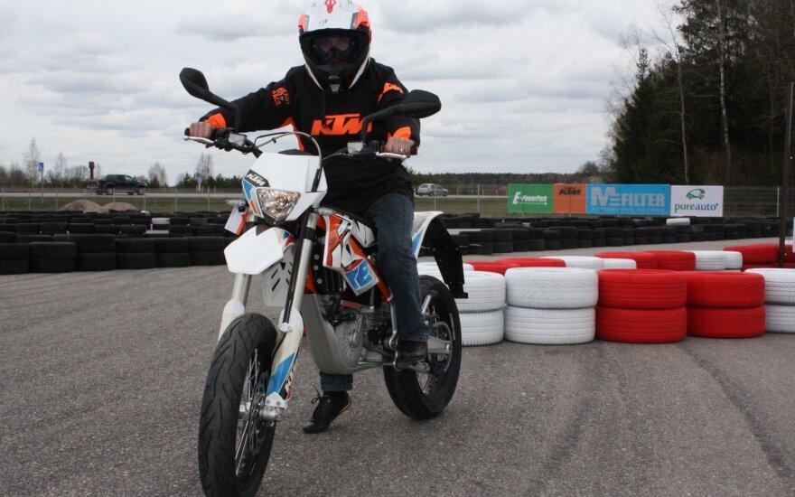 Pramogų parko naujiena – elektriniai motociklai
