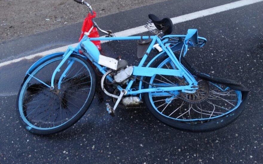 Alytaus r. į avariją pateko 1960 m. gamybos motorinį dviratį mynęs vyras