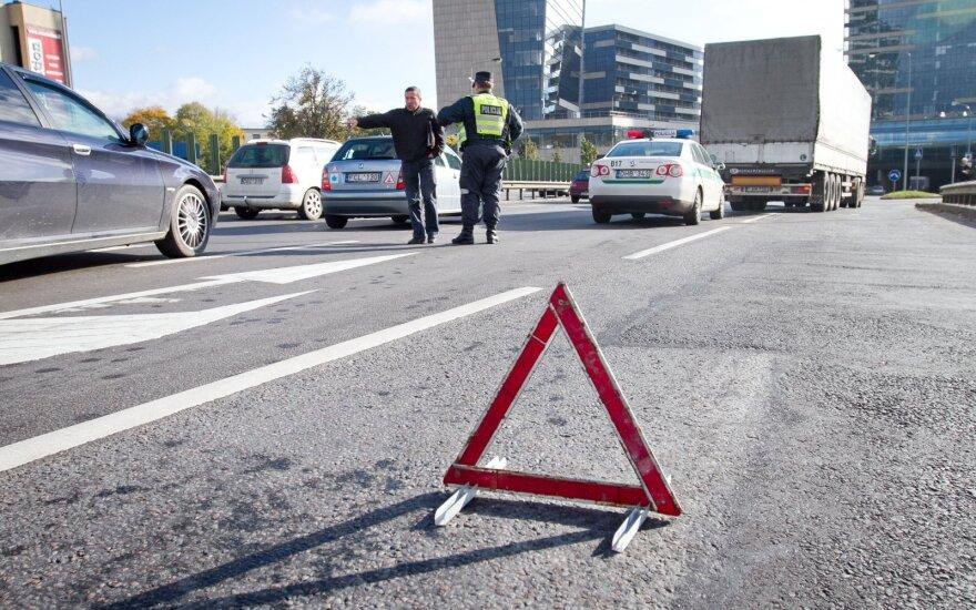 """Rugsėjį miestuose daugėja eismo įvykių: kalti ne tik kelių """"ereliai"""", bet ir stovintys spūstyse"""