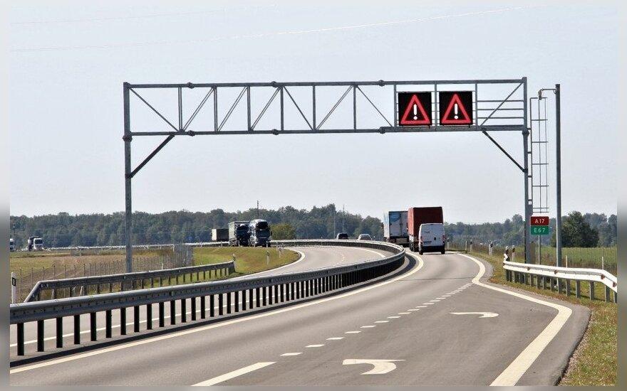 """""""Via Baltica"""" magistralėje kitąmet atsiras 25 nauji kelio ženklai: galės perspėti apie pokyčius ir pavojus"""