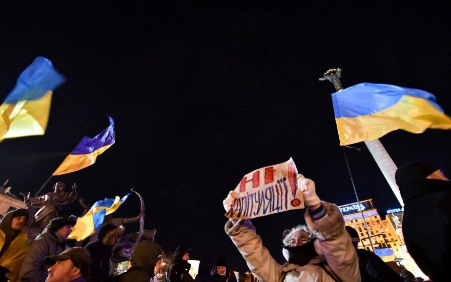 Tūkstančiai žmonių Kijeve dalyvavo antirusiškame proteste: kliuvo ir Zelenskiui