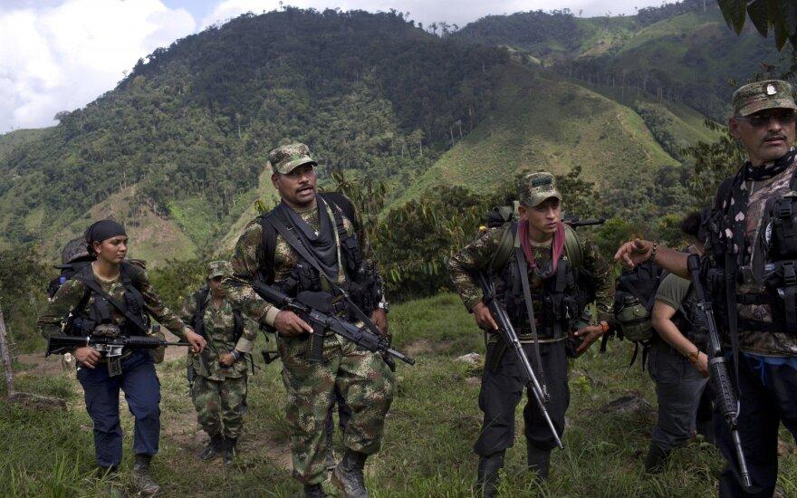 FARC kovotojų stovykloje. 36-o fronto vadas Juanas Pablo į partizanų gretas įsiliejo dar būdamas jauuoliu. Dabar jam - 41 metai, jis gali mintinai cituoti Fidelio Castro kalbas.