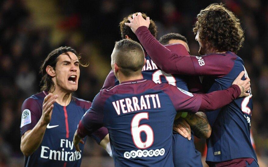 """""""Paris Saint Germain"""" žaidėjai džiaugiasi Neymaro įvarčiu"""