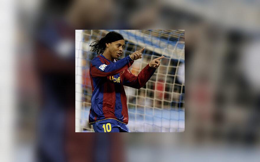 """Ronaldinho (""""Barcelona"""") džiaugiasi įvarčiu į """"Zaragoza"""" vartus"""