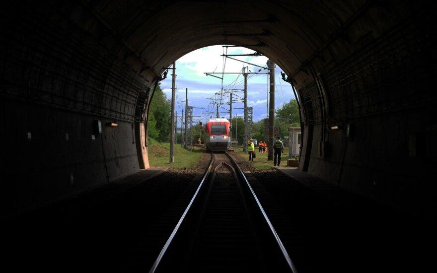 Kontrabandinės cigaretės vis dažniau į Lietuvą gabenamos geležinkeliu