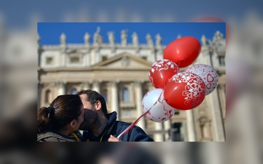 Šv.Valentino diena Vatikane: popiežius susitiko su įsimylėjėlių poromis