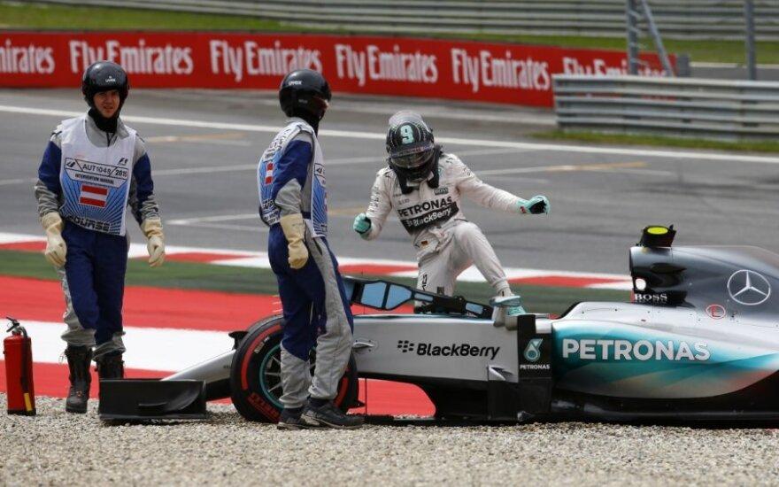 Nico Rosbergas išlėkė iš trasos