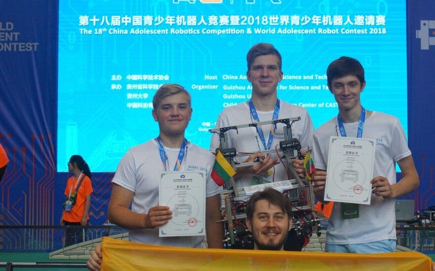 Lietuviai Kinijoje užėmė antrąją vietą pasaulinėse robotų varžybose