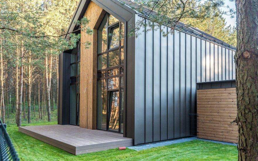 """Toks architektūrinis sprendimas panaikina stogo ir fasado ribas. UAB """"Constra"""" nuotraukų archyvo medžiaga"""