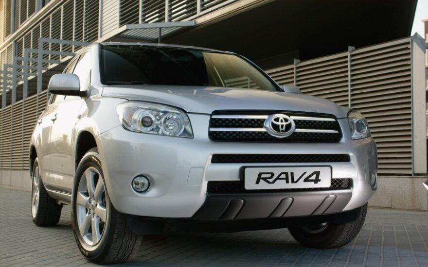 """""""Toyota"""" visame pasaulyje atšaukia 6,5 mln. automobilių"""