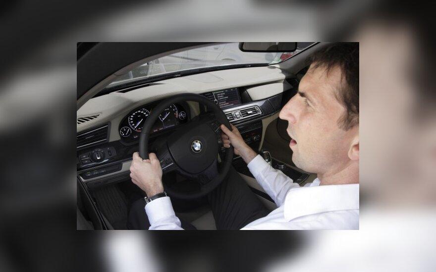 Siūlymas drausminti įsiskolinusius vairuotojus sulaukė kritikos