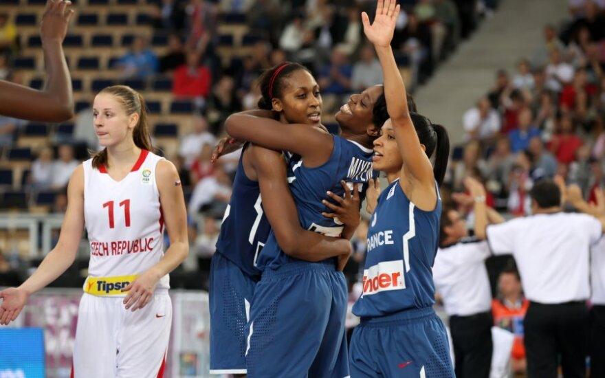 Prancūzijos krepšininkės džiaugiasi bronzos medaliais