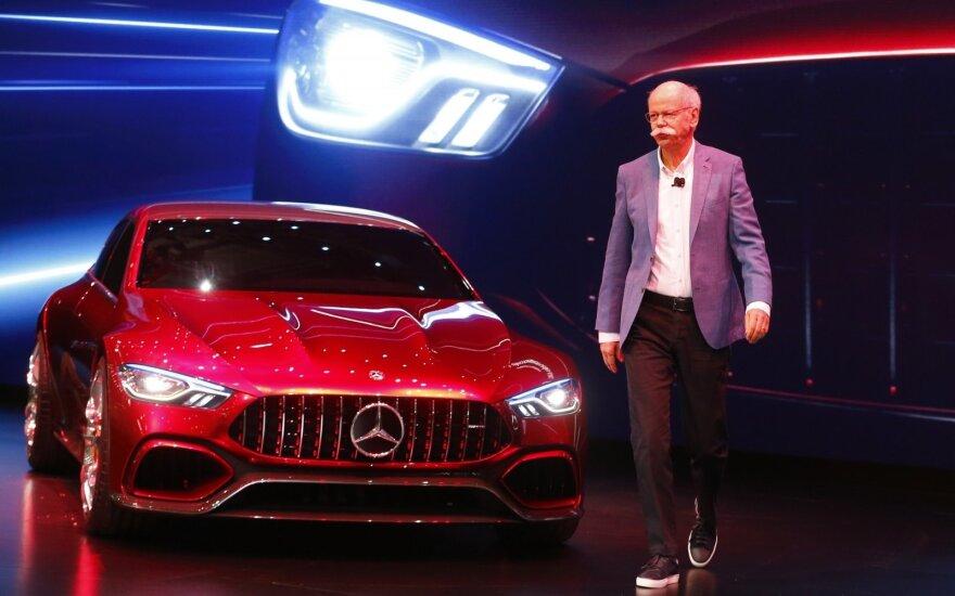 """""""Mercedes-AMG GT Concept"""" ir kompanijos vadovas Dieteris Zetsche"""