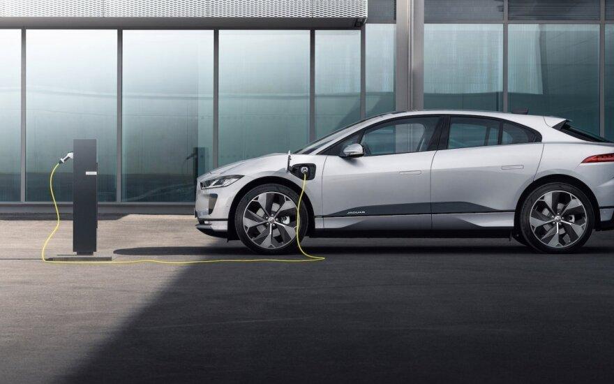 """""""Jaguar"""" pristatė atnaujintą """"I-Pace"""": labiausiai žavėti turėtų kaina"""