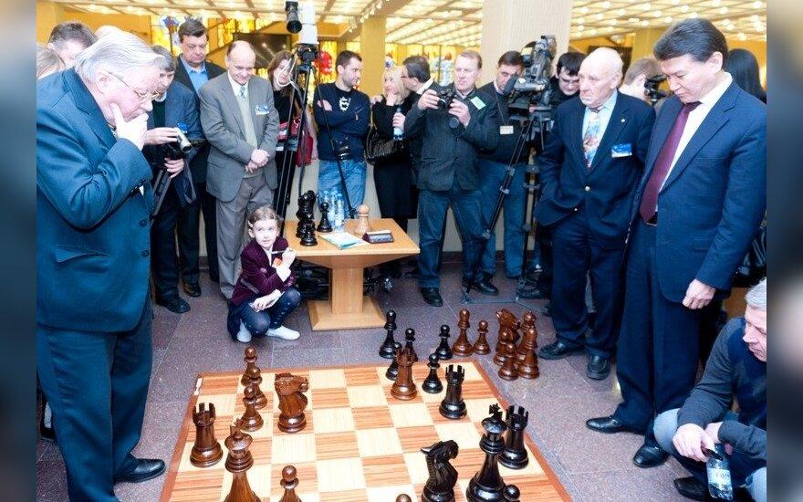 Prie šachmatų lentos susitiko K. Iliumzinovas ir V. Landsbergis