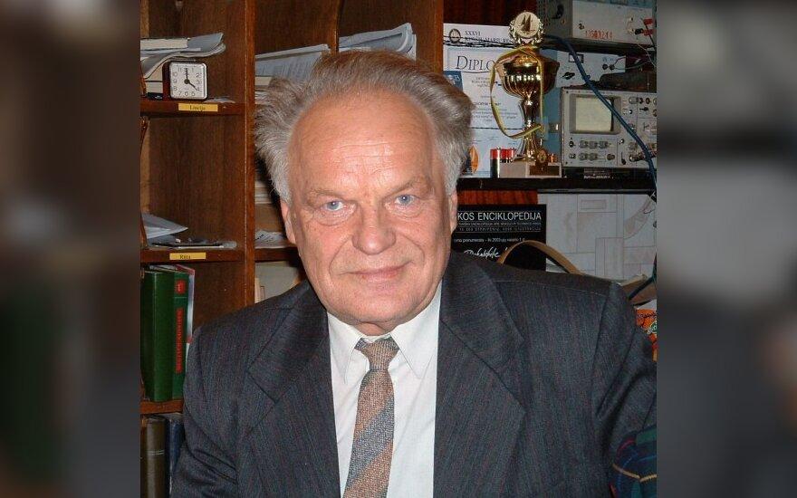 Mirė žinomas lietuvių kalbininkas A.Rosinas