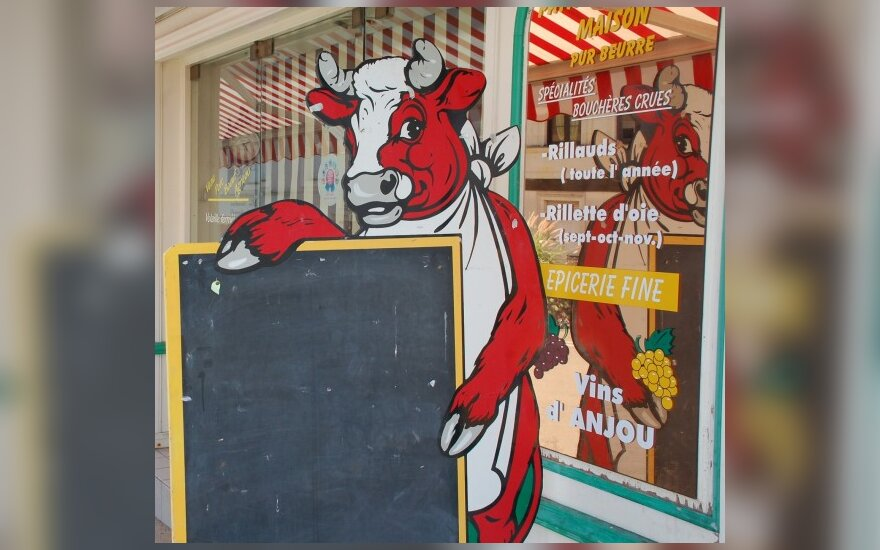 Spauda: D.Britanijos parduotuvėse parduodamas klonuotų karvių palikuonių pienas