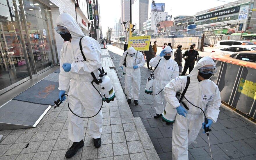 Koronavirusas oro linijoms šiemet gali kainuoti 113 mlrd. dolerių pajamų
