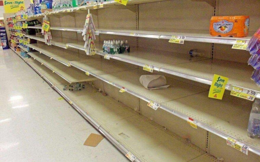 Išsigandę šalčio britai šluoja parduotuvių lentynas