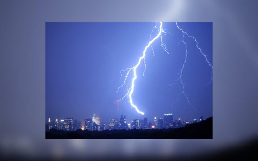 Vyriausybė svarsto neberiboti elektros įmonių pelnų