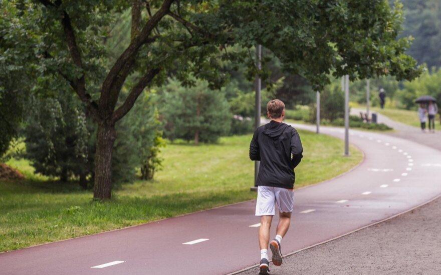 Bėgikė patarė, kaip taisyklingai bėgioti ir ką daryti, kad bėgant neskaudėtų šono