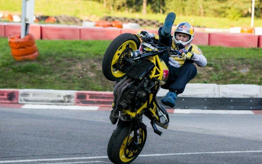 A. Gibieža sieks Kačerginę įveikti motociklu be priekinio rato