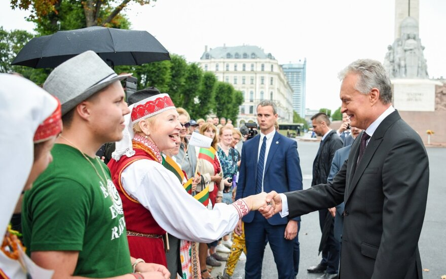 Sveikindamas Latviją, Nausėda tikisi naujų iniciatyvų kultūroje ir versle