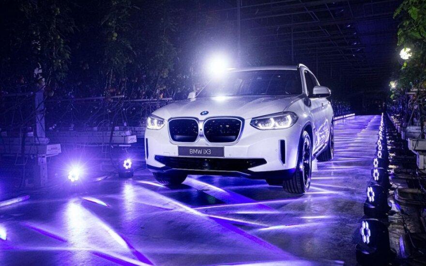 "Lietuvoje debiutavo elektrinis didysis visureigis – ""BMW iX3"""