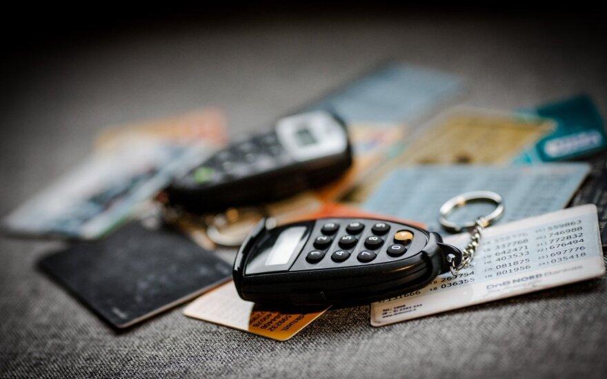 Bankai įspėja: susigundę 10-15 eurų prisidaro bėdų