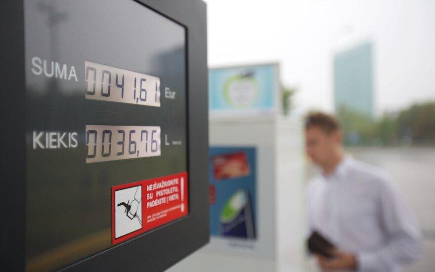 """Štai kodėl klesti """"degalų turizmas"""" – kainos Lietuvoje ir pas 4 kaimynus"""