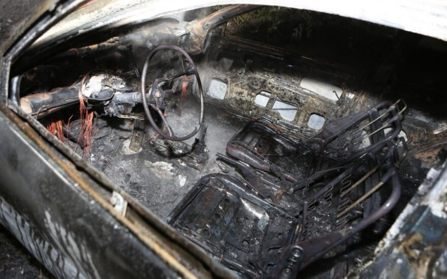 Priežastis, dėl kurios Prancūzijos valdžia džiaugiasi 940 padegtų automobilių