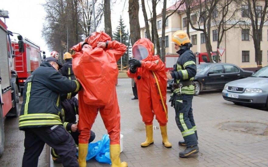 Kaune BMW vairuotojas savo mašinoje rado nuodingų chemikalų
