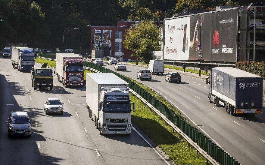 Sunkvežimių gamintojams – milžiniškos baudos už kartelinį susitarimą