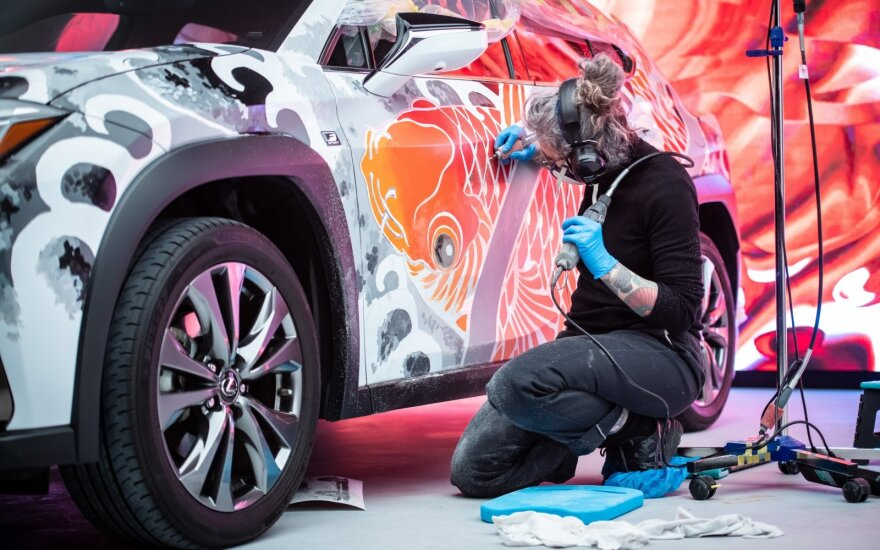 """""""Lexus"""" leido tatuiruočių meistrei ištatuiruoti UX modelį"""
