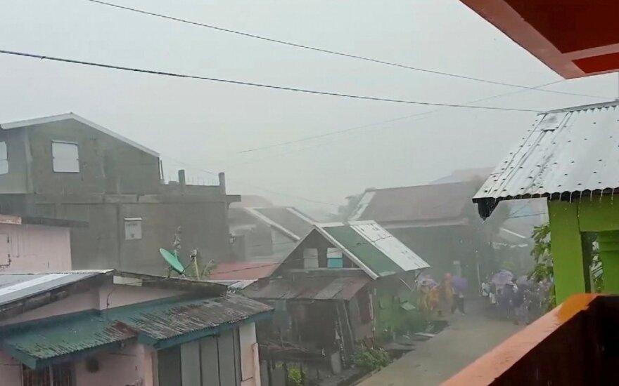 """Taifūnas """"Phanfone"""" Filipinuose nusinešė mažiausiai 16 gyvybių"""