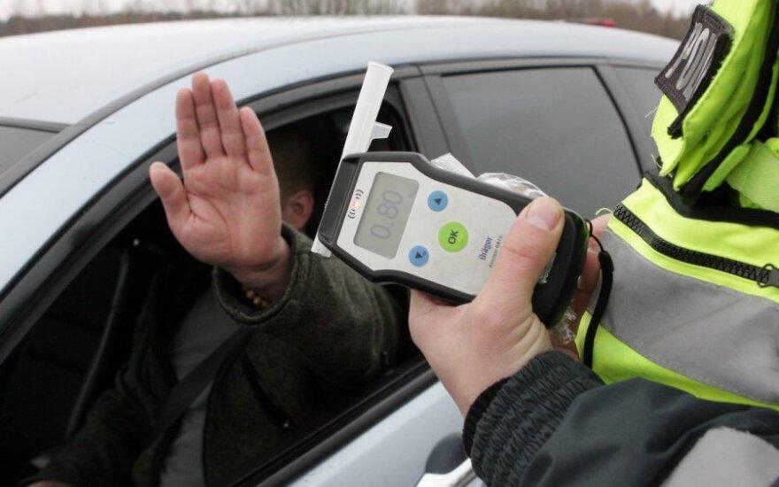Neblaivūs vairuotojai sukelia vis daugiau avarijų