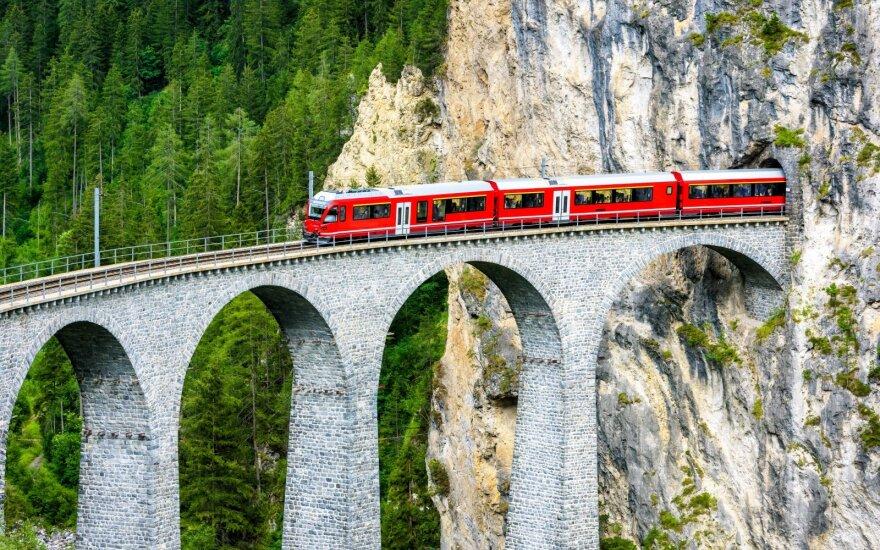 """Miegamieji traukiniai sugrįžta ir su šiuolaikišku """"cinkeliu"""""""