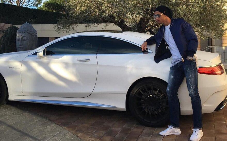 "Cristiano Ronaldo ir jo ""Mercedes-AMG S65 Coupe"""