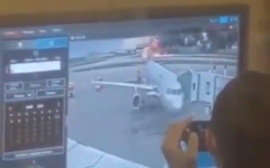 Socialiniuose tinkluose – pyktis dėl iš katastrofos Maskvoje besijuokiančių žmonių