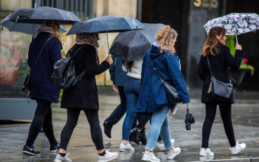 Orai: pirmiau trumpi lietūs ir perkūnija, vėliau – įspūdinga šiluma