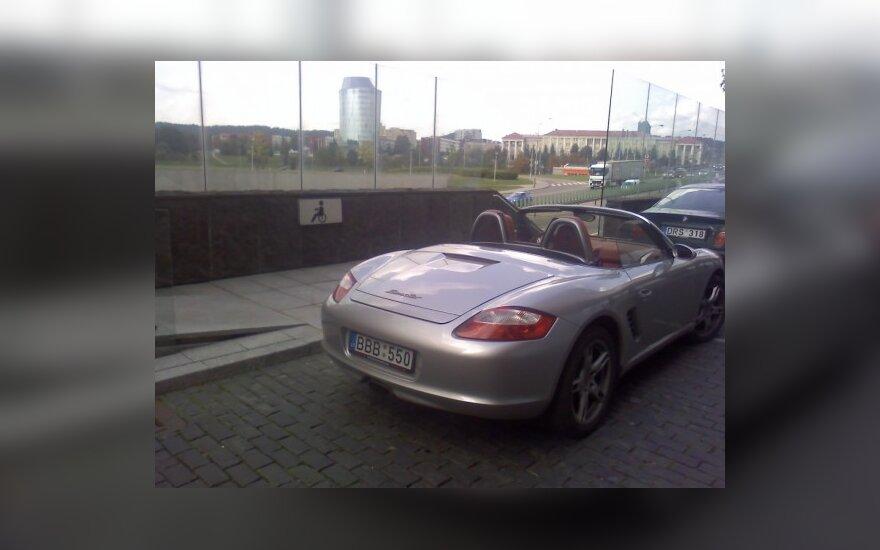 "Parkavimas Vilniuje, prie ""Vilniaus vartų"" komplekso"