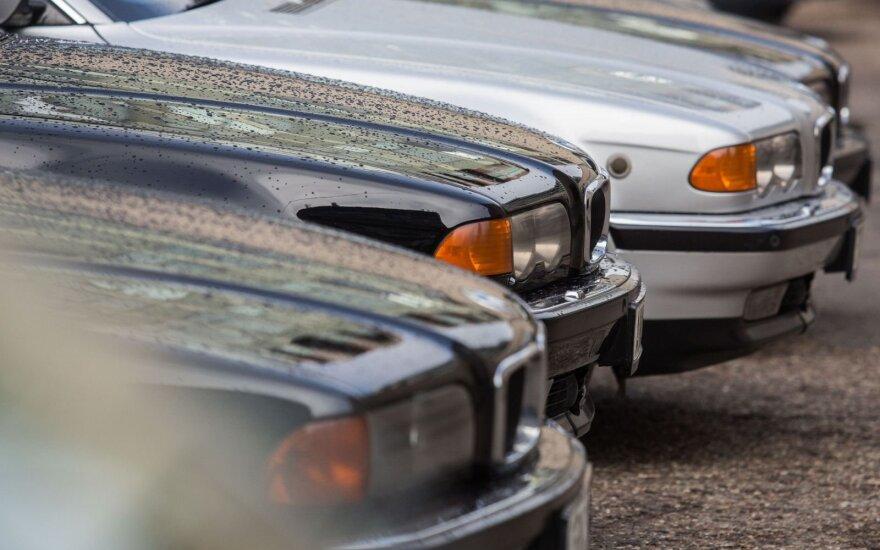 Seimo automobilių aukcionas: kiek ir už kiek parduoti tarnybiniai automobiliai?