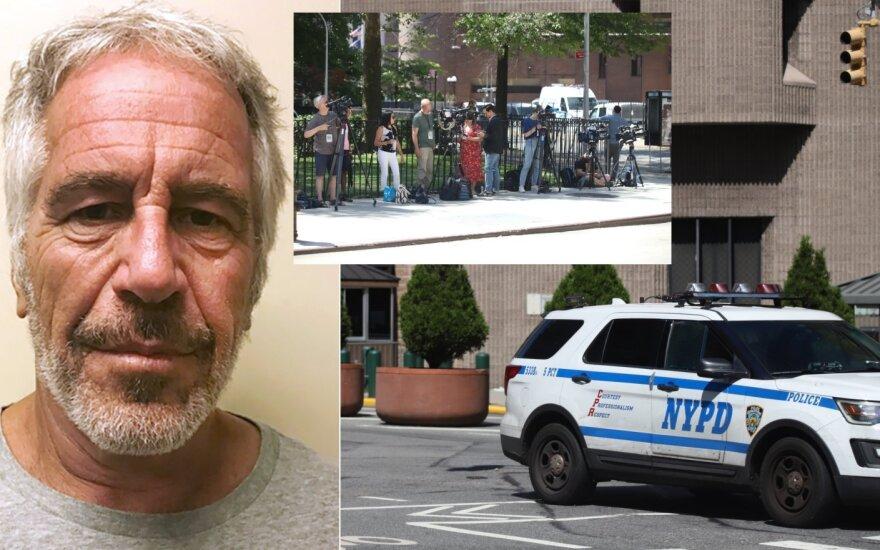 Jeffrey Epsteinas ir sujudimas prie kalėjimo