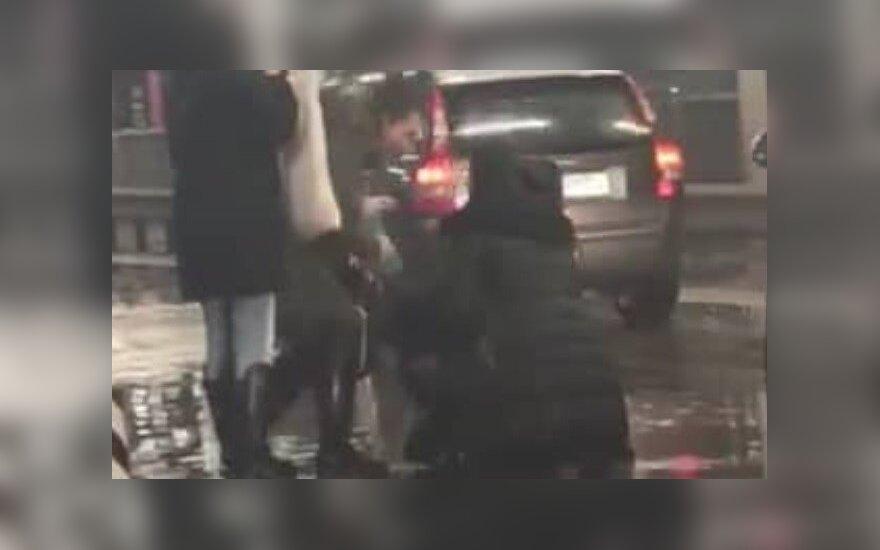 """Nelaimė Kauno """"Akropolio"""" aikštelėje: automobiliu partrenkta moteris"""