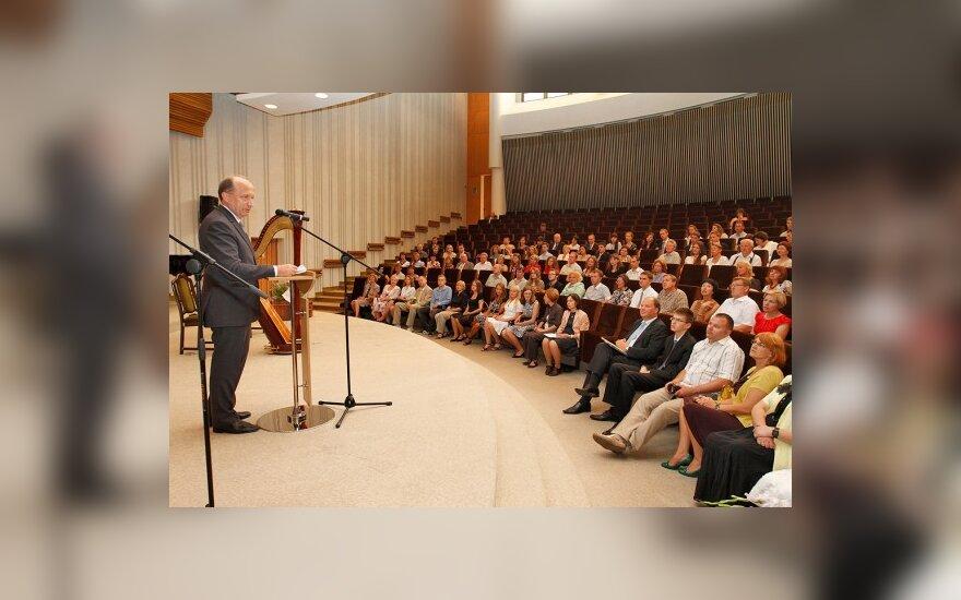 Premjeras tikisi, kad geriausi abiturientai liks Lietuvoje