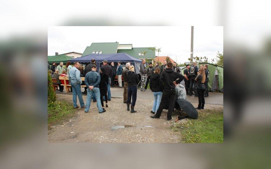 Palaikymo akcija prie Venckų namų