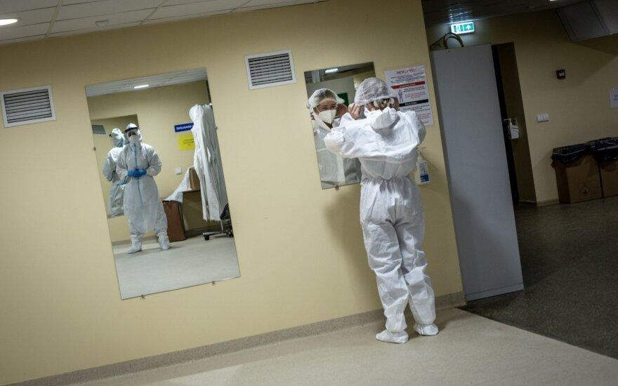 Naujausia informacija apie koronaviruso židinius: virusas plinta įmonėse