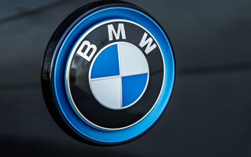 Seimas apsirūpino naujutėliais BMW