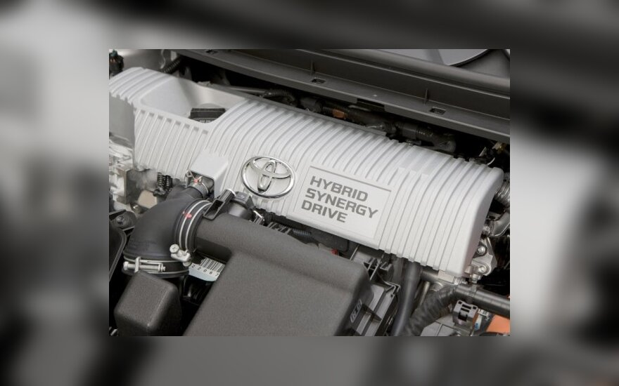 """""""Toyota"""" pristatys hibridinį mikroautobusiuką"""