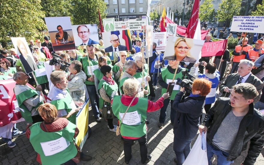 Lithuanian unions stage rally in protest of labour code changes